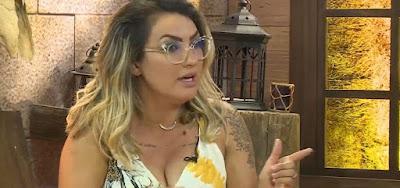 Eliminada de A Fazenda, Thayse Teixeia não gostou nada da disputa entre amigos e desabafou no Instagram