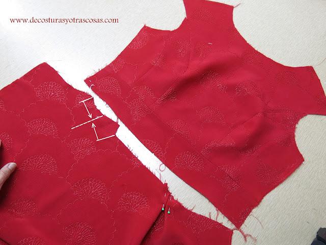 falda con pinzas en la cintura
