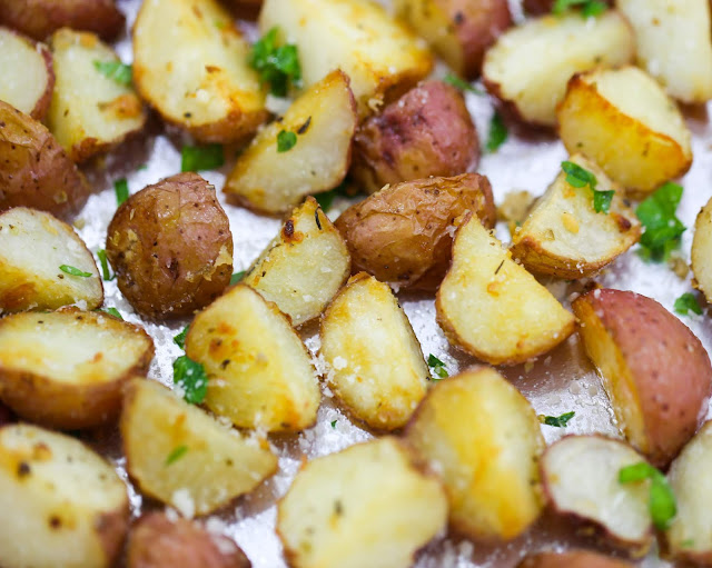 Garlíc Parmesan Roasted Potatoes