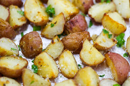 Garlíc Parmesan Roasted Potatoes