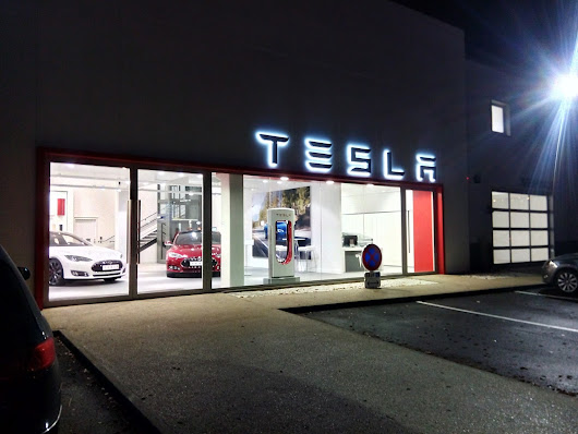 Tesla Paris Chambourcy Showroom and Service Center