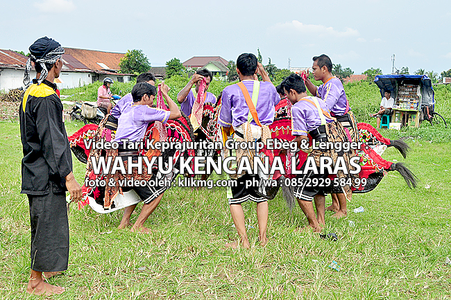 "Video ""Tari Keprajuritan Ebeg Wahyu Kencana Laras"" - Foto & Video oleh : klikmg.com foto & video"