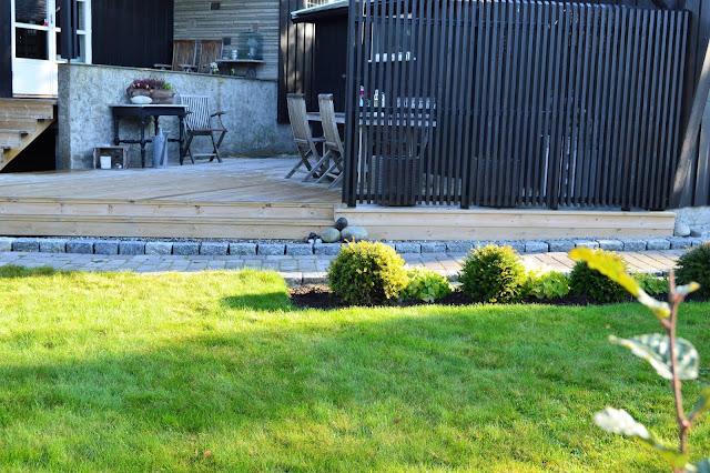 Elvestein er brukelig på flere måter i hagen - Som et trappetrinn, sette på avstand DSC_0012 (2)-min