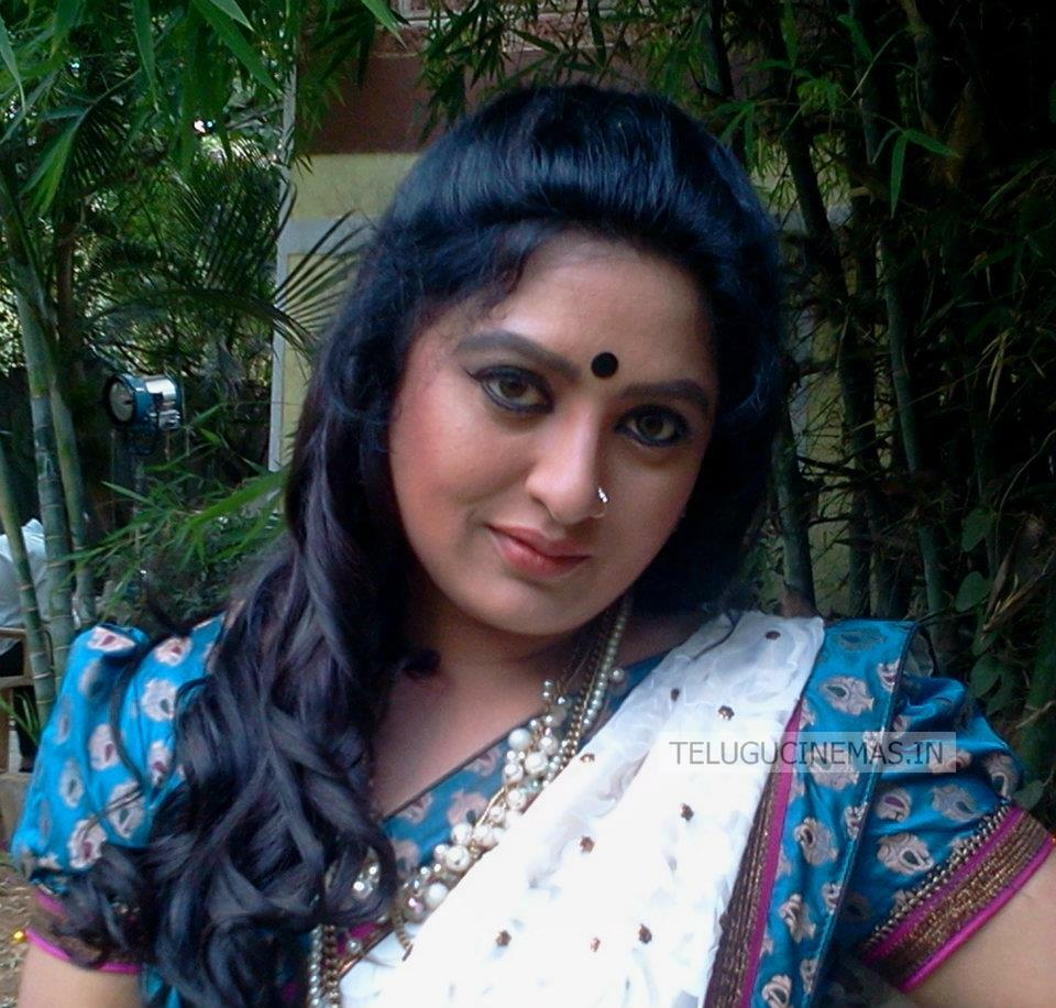 Actress Sana Stills - TeluguCinemas.in
