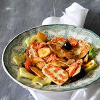 Salada de batata doce, courgette e halloumi grelhado