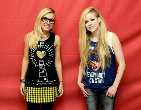 avril lavigne meet and greet not allowed to touch her without touching