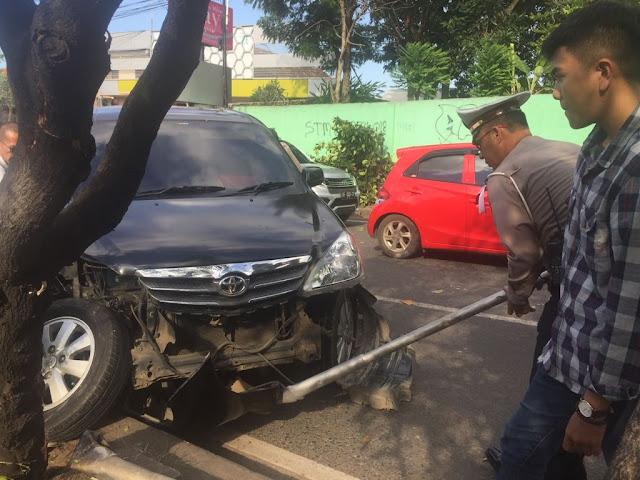 AKP Ridho: Mobil Seruduk Pohon, Sudah Berhasil Dievakuasi