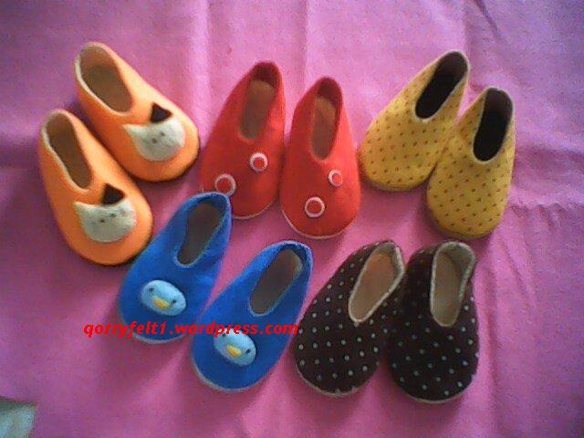 Amizesh Jensi: Sepatu Bayi Dari Kain Flanel