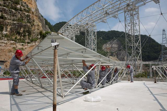 Подготовка к монтажу алюминиевых отражающих панелей телескопа FAST
