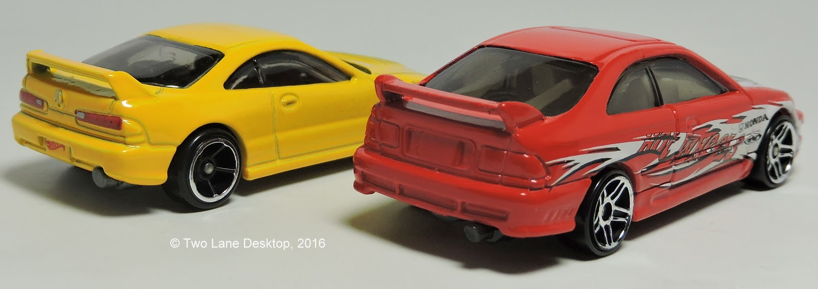 To start the onslaught of honda acura models from hot wheels this year is the long awaited acura integra and how it sizes up to the 2000 honda civic si