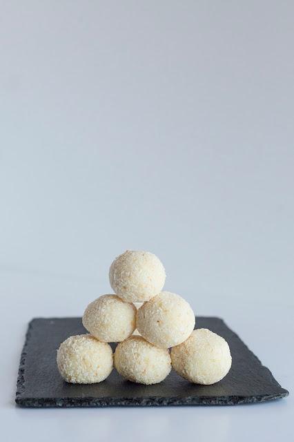 Trufas de chocolate blanco con coco y ron - Reto Alfabeto Dulce