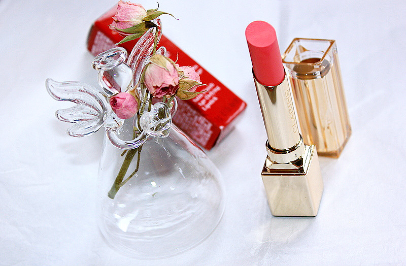 Отзыв: Весенняя коллекция CLARINS Eclat Instantane. Питательная губная помада Rouge Eclat в оттенке #25 pink blossom.