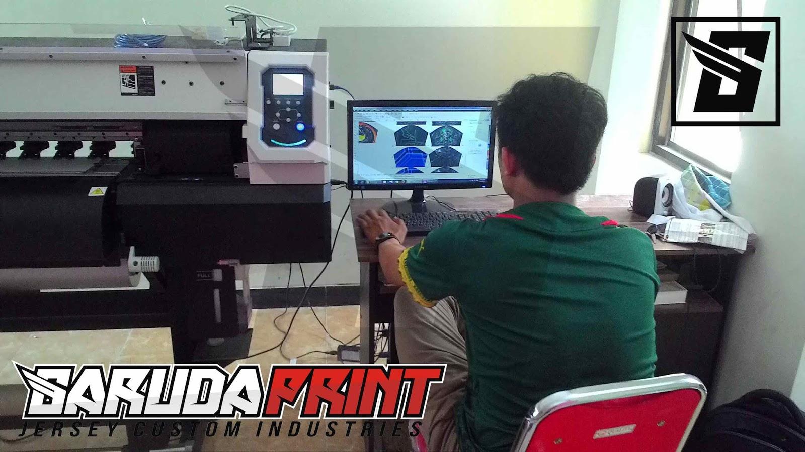 Proses Produksi Bikin Jersey Futsal Kostum Pembuatan Jasa Printing Bola Kaos Racing