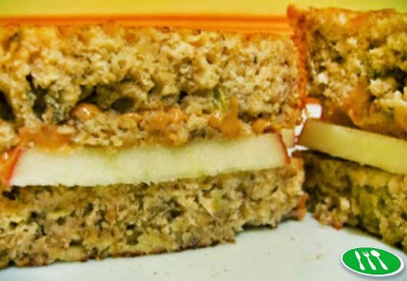 Mungkin kita sebagai orang Indonesia kurang populer dengan jenis sandwich yang satu ini Resep Peanut Butter Sandwich Apel