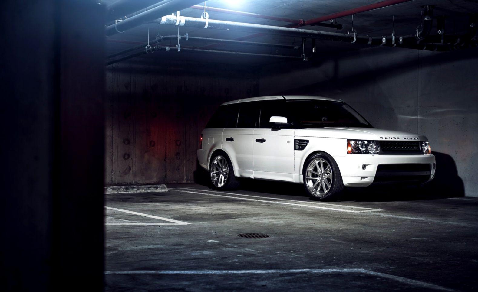 Garage Range Rover