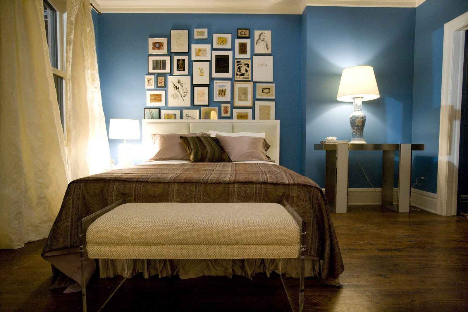 How to be lovely interior design carrie bradshaw 39 s - Carrie bradshaw apartment layout ...