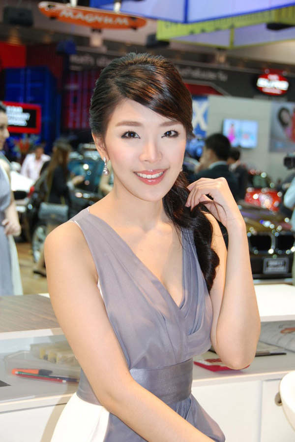 Quot Forest Beauty Quot In The Thai Auto Show 2010 Girl And Car