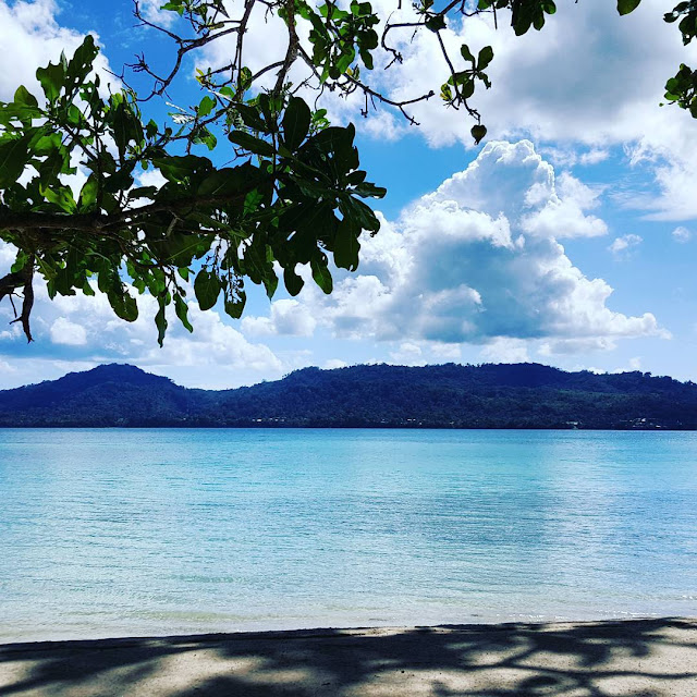 foto indahnya pantai natsepa ambon