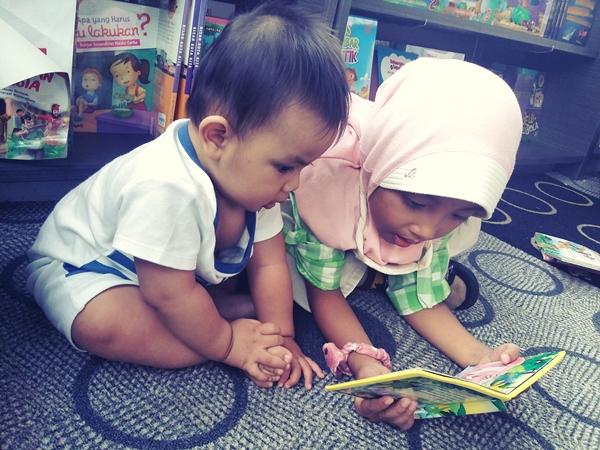 Anak Prasekolah Belajar Baca