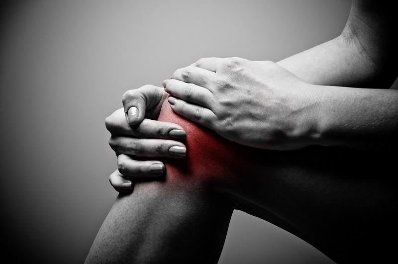 Dor no joelho durante à noite: Causas e tratamentos naturais
