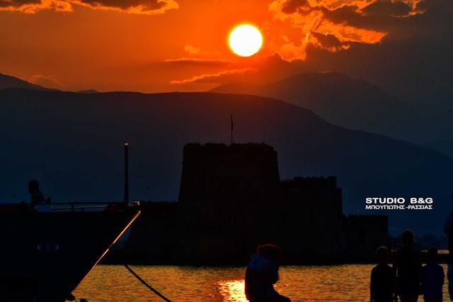 Η φωτογραφία της ημέρας: Δύση στο Ναύπλιο χωρίς... λόγια