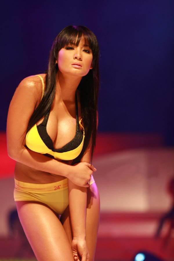 ehra madrigal sexy bikini pics 02