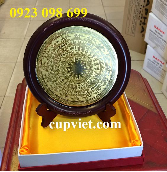Hoa, quà, đồ trang trí:  cung cấp bằng chứng nhận, sản xuất quà tặng truyền thốn Diamatrongdonganmon