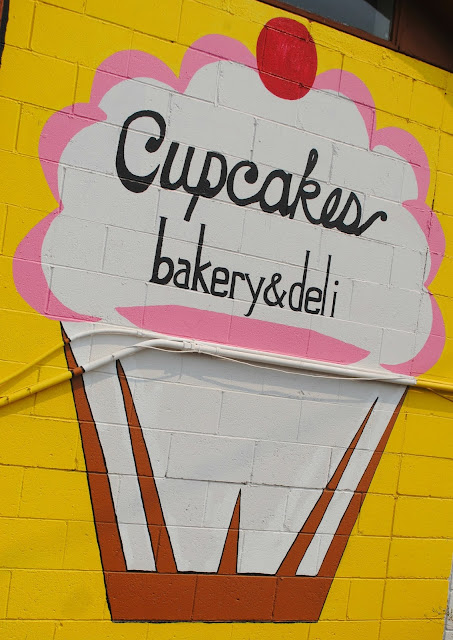 Cupcakes Sign