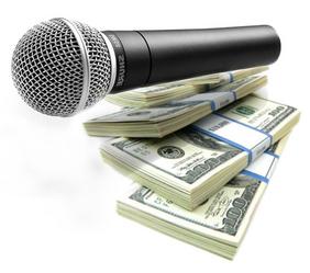 Micrófono y billetes
