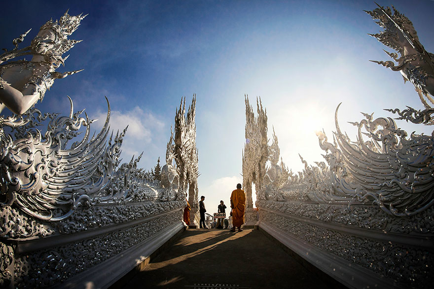 Thailand's White Temple Looks Like It Came Down From Heaven