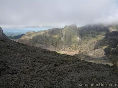 Mulut Kawah Gunung Kelud via mBlitar