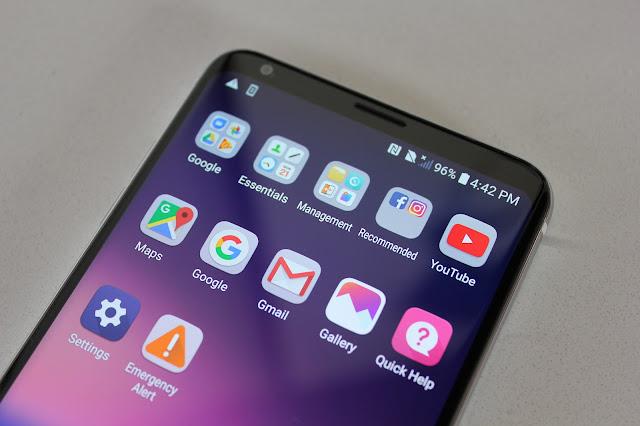 Cara Membersihkan Layar Smartphone dengan Benar