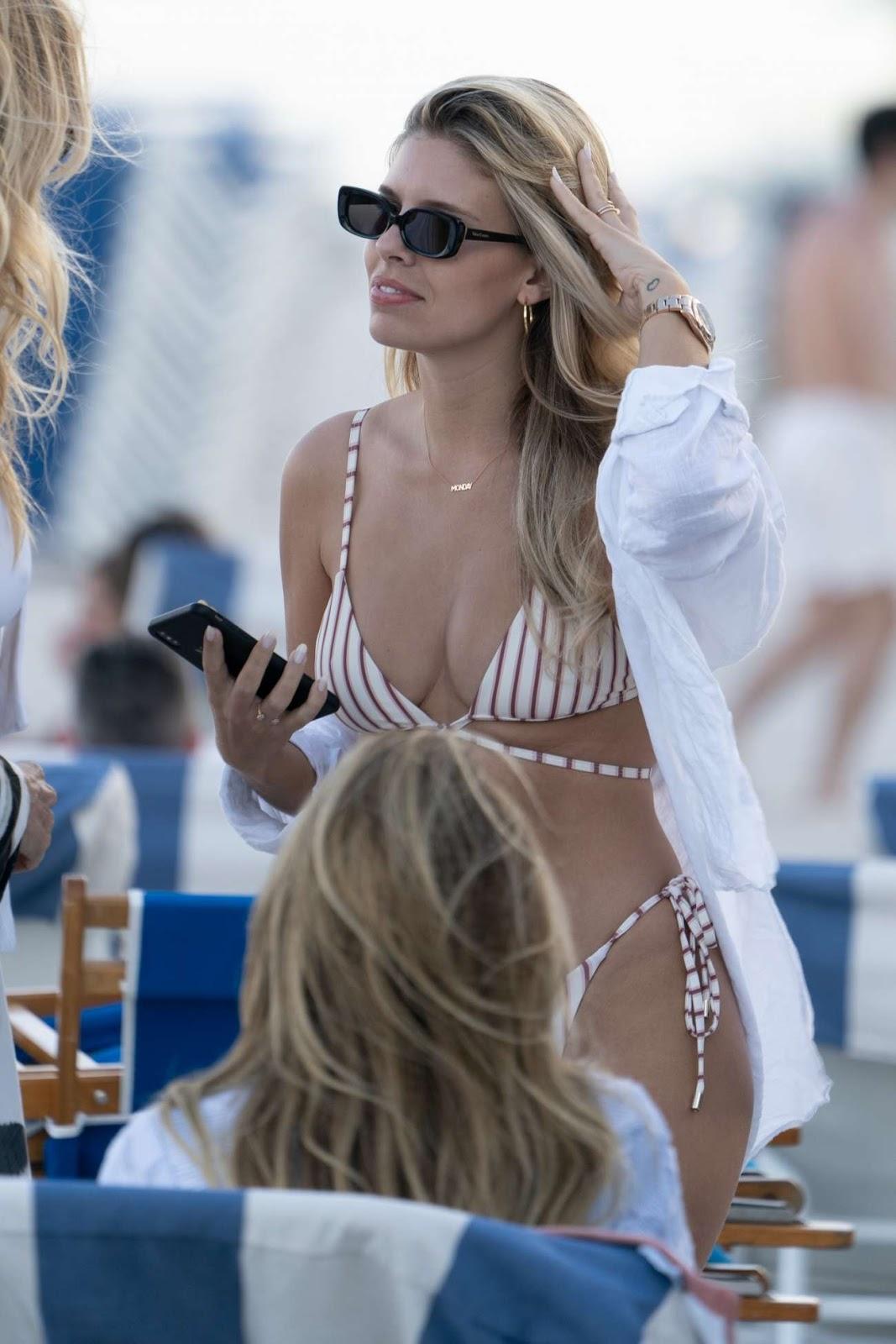 Natasha Oakley – Spotted on the beach in Miami