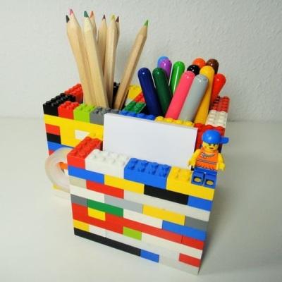 Tempat pensil dari rangkaian lego