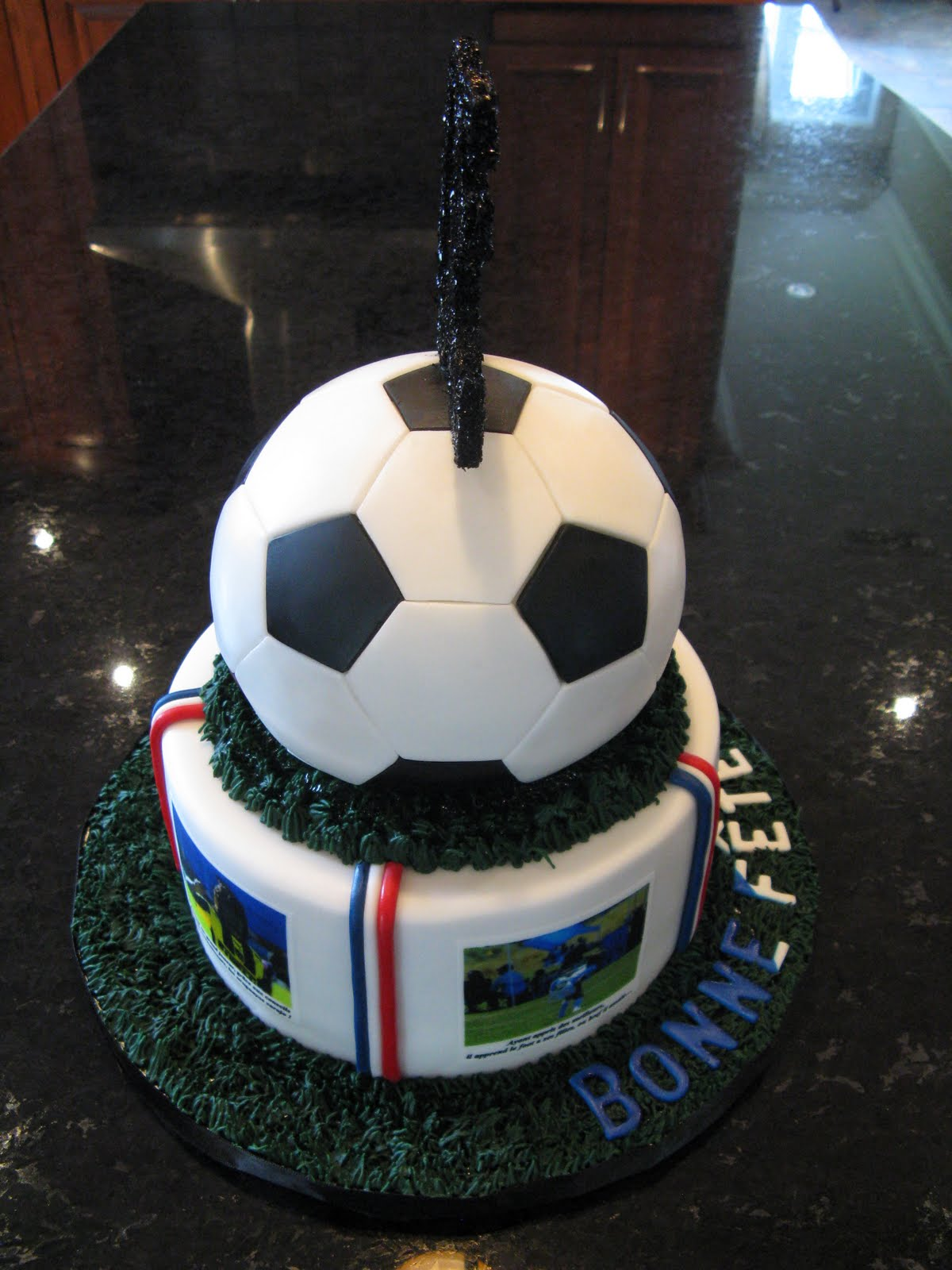 Gteaux Design Gteau Ballon soccer 30 ans  30 th soccer ball cake