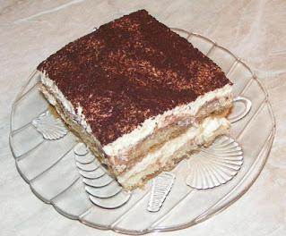 Tiramisu reteta de casa cu piscoturi mascarpone oua zahar cafea cacao retete dulci tort desert prajitura,