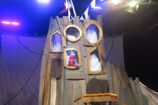 A Magic mirror Snow White Puppet Panto