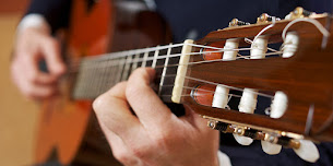 Classical Guitar Course & Pop Guitar Course