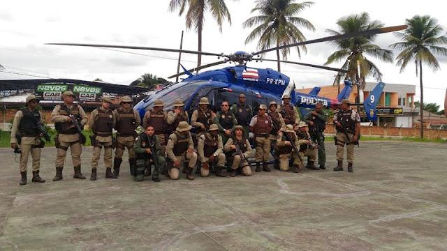 Helicóptero do GRAER da PM dá apoio a operação policial, em Alagoinhas