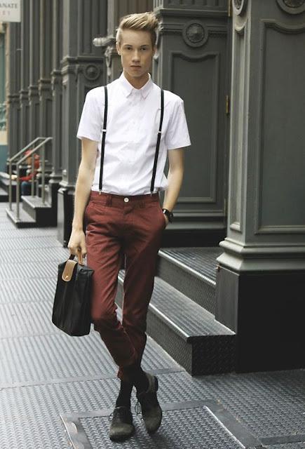 Look masculino com calça vinho cor bordô