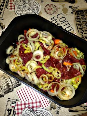 Μοσχαράκι με λαχανικά στη γάστρα - Μαρινάδα