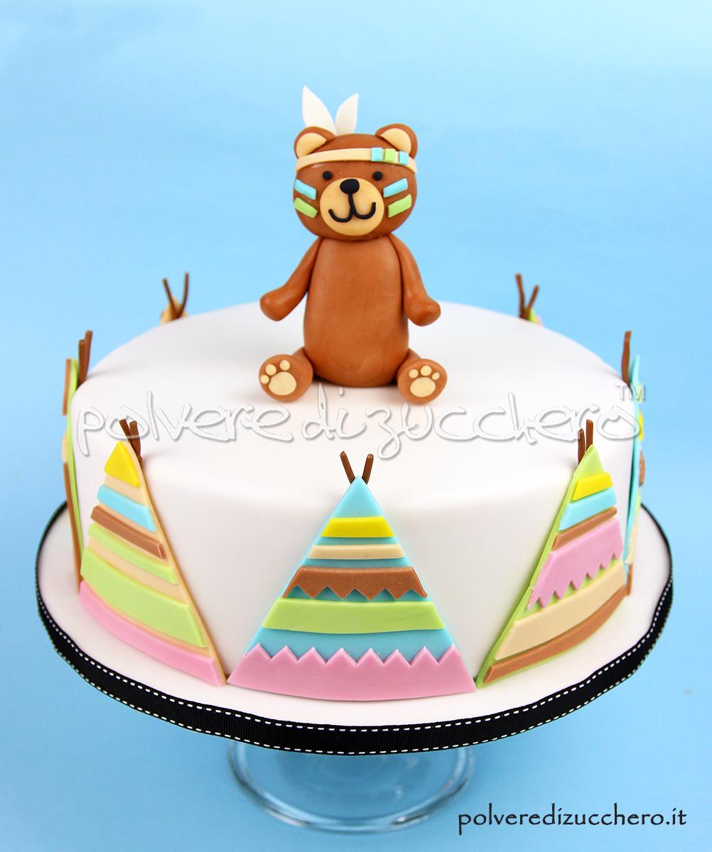 torta decorata cake design orso orsetto indiano compleanno bimbo tenda pasta di zucchero polvere di zucchero