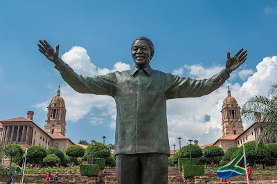 Pic of statue of Nelson Mandela with airs outstretched and open
