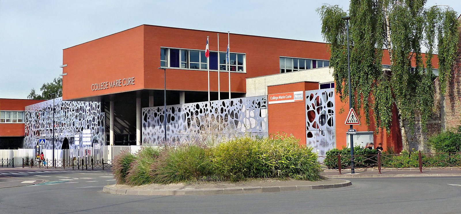 Le rond point face au collège Marie Curie