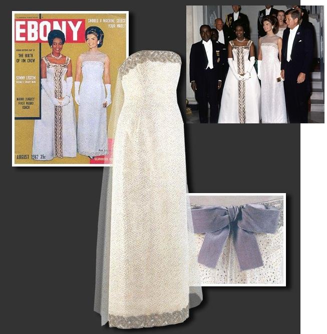 f4d76c867c El cuello de la blusa y el dobladillo de la falda tienen detalles bordados  de perlas blancas.