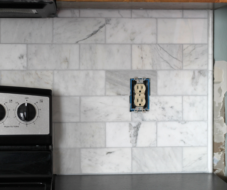 How to create a clean border for your kitchen backsplash