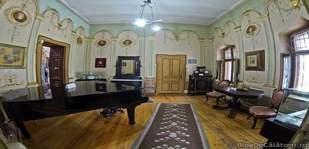 Fotografii de interior ale misteriosului Castel Iulia Hașdeu.
