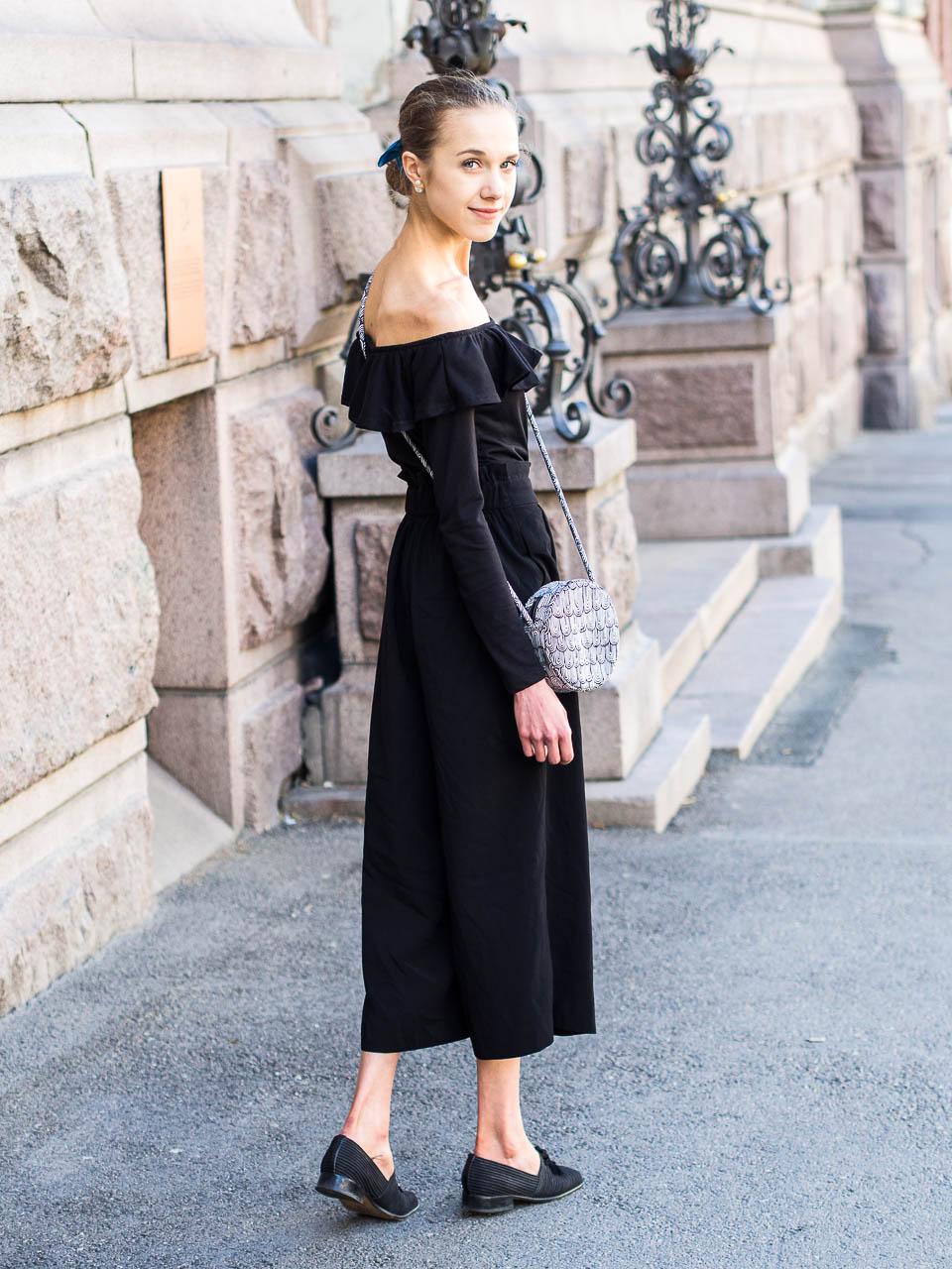 monochrome-summer-outfit-marimekko-bag
