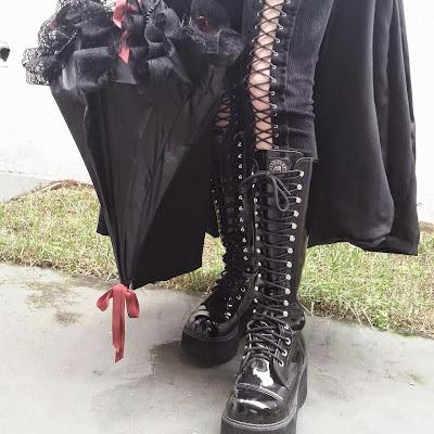 4c01b148ff Brinco espada - Dark Paradise Loja   Coturno - Vilela Boots