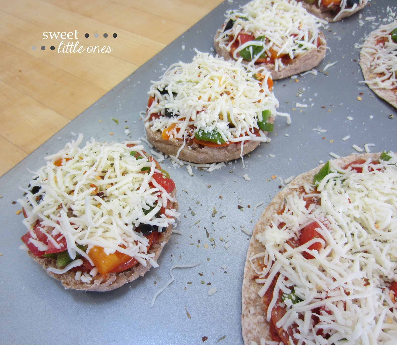 English Muffin Mini Pizza Recipe: Perfect for Parties - www.sweetlittleonesblog.com